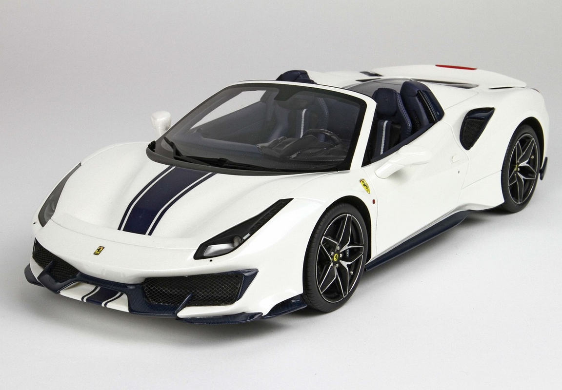 Ferrari 488 Spider: Ferrari 488 Pista Spider Bianco With Display Case 1:18