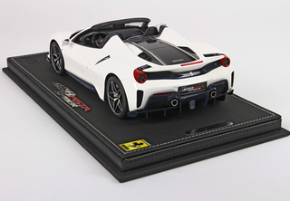Ferrari 488 Pista Spider Bianco Italia Met with display case 1:18 - P18162A2 BBR