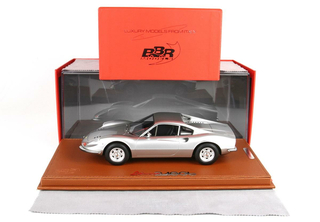 Ferrari Dino 246 GT Tipo 607L 1969 Argento Auteil with display case 1:18 - P18150E BBR